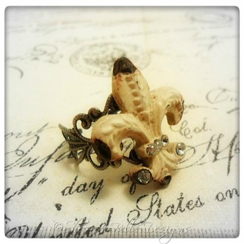 Shabby Chic Fleur De Lis Ring in Antique Silver, Adjustable